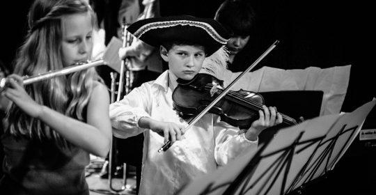 Doresti o formatie de nunta cu un repertoriu muzical excelent? Alege trupa Amatis!
