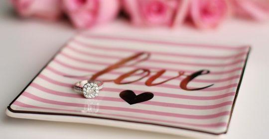 Inelele de logodna de la Glamira surprind placut viitoarele mirese